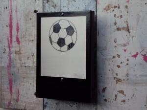 frakkz_wandlamp_voetbal_zwart_2